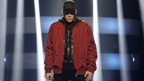Norsk underholdningsserie. I dagens Stjernekamp er sjangeren hiphop! Artistene har valgt låter fra blant andre Kanye West og Eminem, så fallhøyden er stor når de skal gjøre noe de aldri før har gjort på direktesendt tv, rappe. Programleder er Kåre Magnus Bergh. Sesong 5 (5:10)