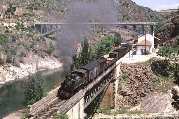 Douro Valley _ Tua train line