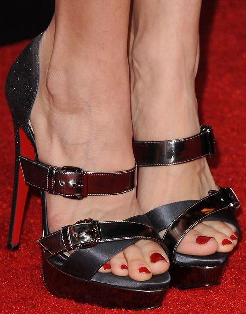 Pin de Jabf13v en zapatos | Tacones, Zapatos, Sandalias