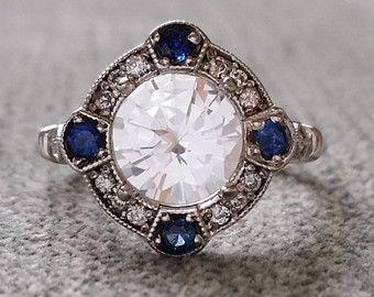 Moissanite y Halo de diamantes anillo de por PenelliBelle en Etsy                                                                                                                                                                                 Más
