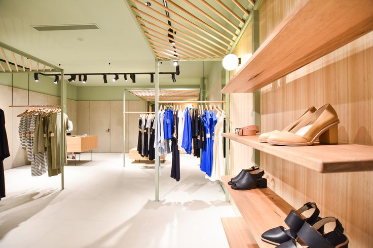 Sphera Lighting featuring in the new Bul clothing store at Doncaster Shoppingtown, with the Elle tracklight and O-lamp on display. #retaillighting #interior #elle #olamp #karenabernethyarchitects