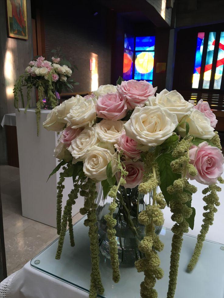 Allestimento per matrimonio, fiori per allestimento chiesa, fiori per matrimonio, bianco e rosa, wedding planner