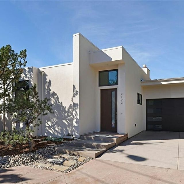 4 beds | 3.5 baths | 3,000 sq ft | 📱 Text 'LJ7' to 555-888 for more information such as pricing, or if you're interested in this property! |Designed by architect Mark Lyon and remodeled stem to stern, this single level four bedroom, three-and-a-half bath home, will exceed your expectations as it lives brand new. There is a great room (33.2x25.4) with wood flooring, fireplace, and 12 foot ceilings adjacent to an open kitchen boasting Thermador appliances, custom cabinetry by Orion WoodCraft…