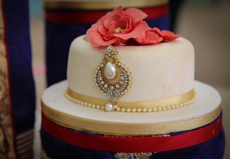 Bake Off winner Nadiya Hussain to make Queen's birthday cake
