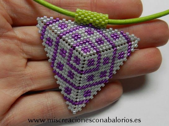 www.miscreacionesconabalorios.es: Tutorial to create this simple miyuki triangle.