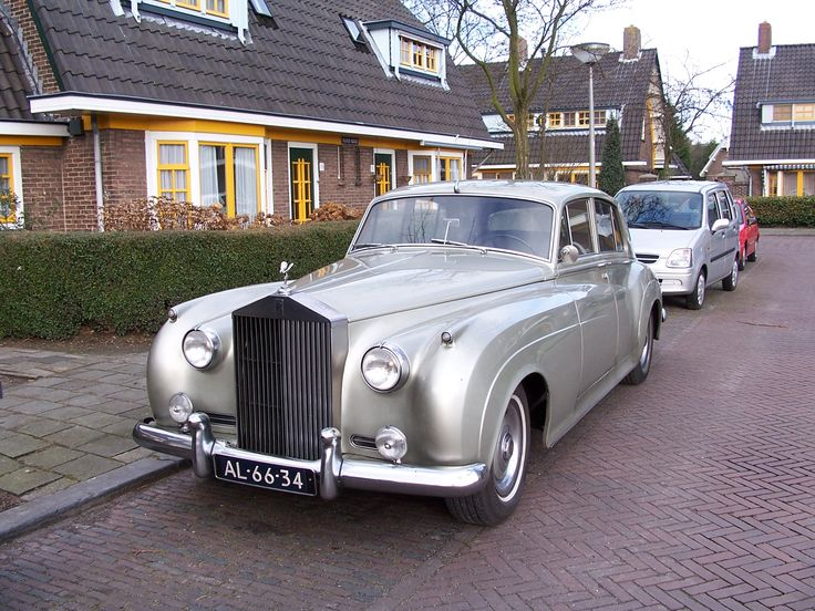 Rolls Royce but white