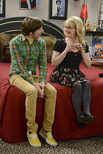 The Big Bang Theory - Howard Wolowitz and Bernadette Rostenkowski Wolowitz her feet dont hit the groung :P