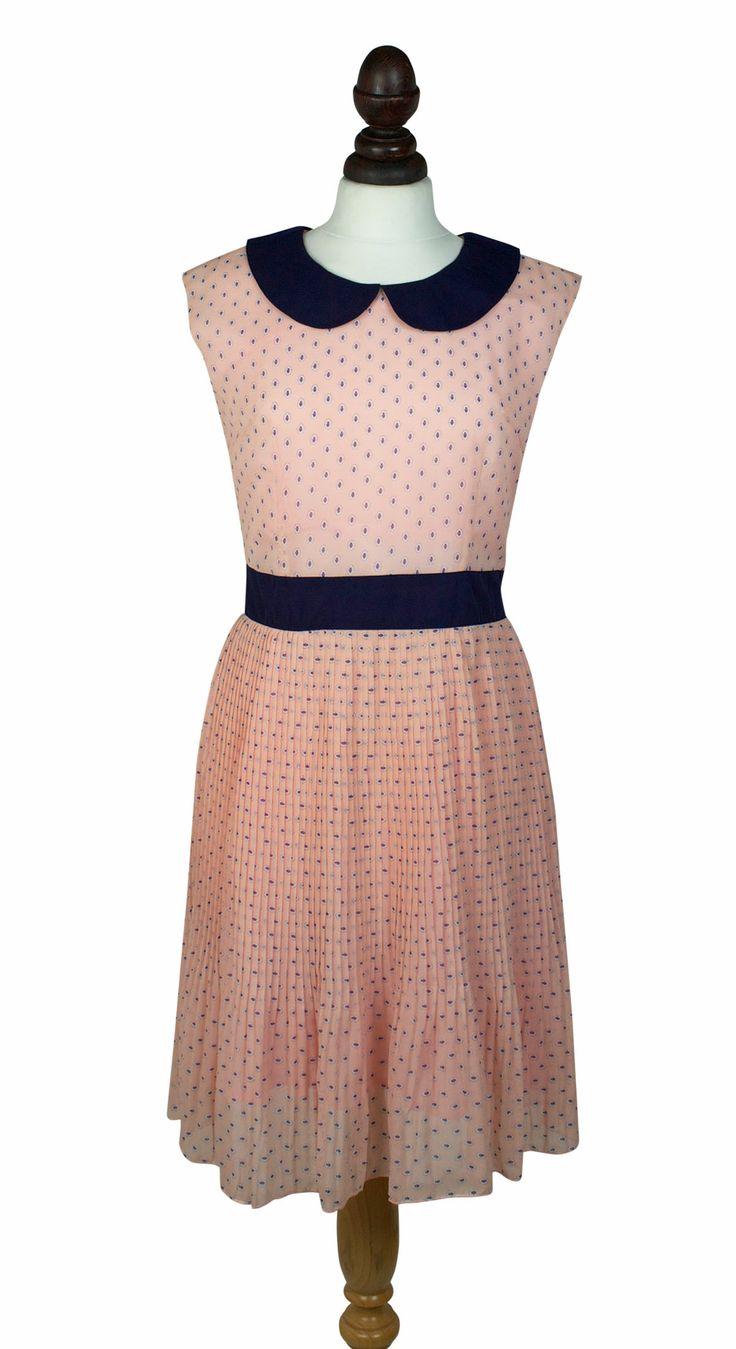 Lisa Dress Sleveless dress with navy peter pan collar and waistband.