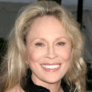 Faye Dunaway Movie Actress     BIRTHDAY January 14, 1941 BIRTHPLACE Florida AGE 73 years old  ABOUT Movie actress who starred in Network and Bonnie and Clyde. BEFORE FAME She graduated with a Theater major from the University of Florida. TRIVIA FACT She won critical acclaim for her acting in Chinatown. ASSOCIATED WITH She starred in Bonnie and Clyde with Warren Beaty.