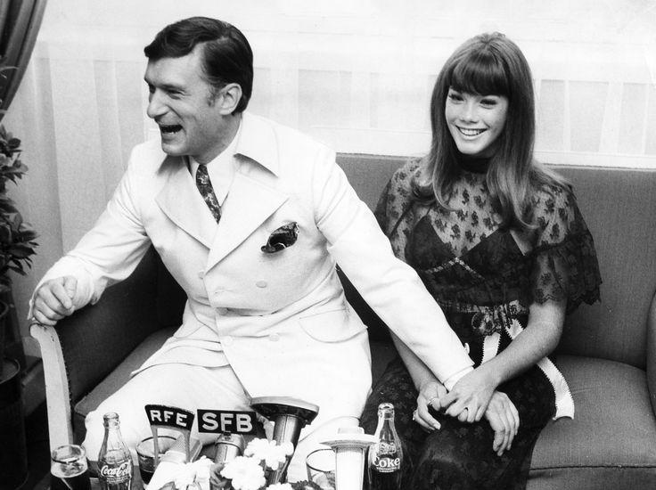(GERMANY OUT) Hefner, Hugh *09.04.1926-Verleger (Playboy), USA - mit seiner Freundin Barbara Benton waehrend eines Besuchs in Berlin- 1969 (Photo by Binder/ullstein bild via Getty Images) via @AOL_Lifestyle Read more: https://www.aol.com/article/finance/2017/09/28/new-owner-of-the-playboy-mansion-plans-expansion/23226523/?a_dgi=aolshare_pinterest#fullscreen