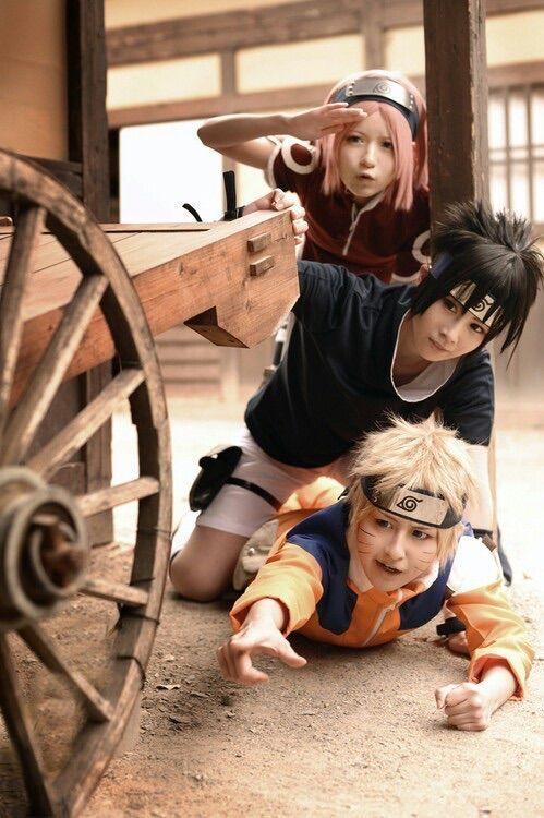 Cosplay done right.... definite win.. Naruto sasuke sakura
