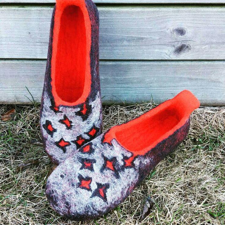 wet felted wool slippers DZIRKSTELES www.pamana.lv
