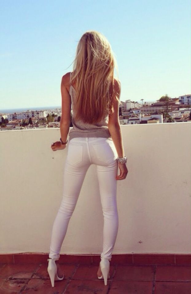 Sexy Milf White Pants - Porn Pic-9326