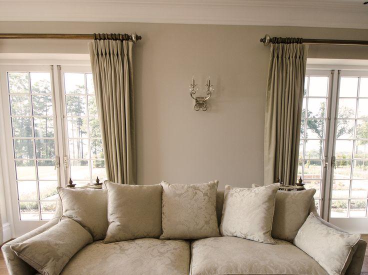 Knoll sofa cream living room www.suescammellinteriors.co.uk