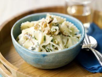 Farfalle met geitenkaassaus en walnoten recept - Pasta - Eten Gerechten - Recepten Vandaag
