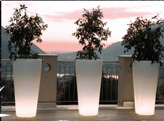 Oltre 25 fantastiche idee su vasi alti su pinterest centrotavola senza fiori centrotavola con - Vasi alti design ...