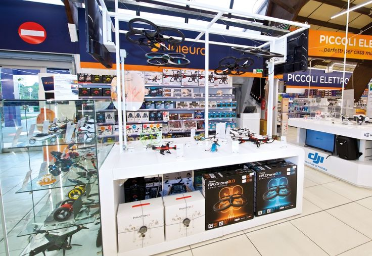 #Drones #retail #Unieuro #display #digital #technology