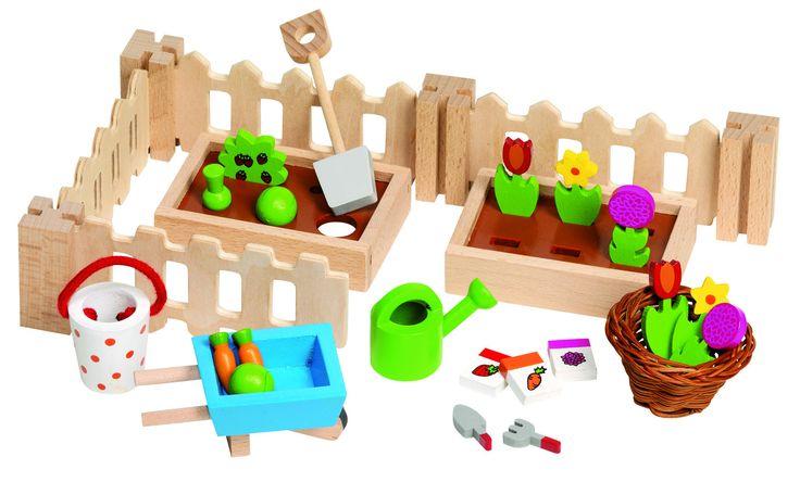 ACCESORIOS DE JARDÍN PARA CASA DE MUÑECAS Contiene 32 piezas de madera. Maravilloso jardín para acompañar a nuestras casas de muñecas Incluye: 4 vallas, dos huertos vallados, 3 bolsas con semillas, 6 flores, 6 hortalizas, pala, 2 herramientas para trabajar la tierra, cesto, cubo, carretilla, regadera... PVP: 13,65 € http://www.babycaprichos.com/accesorios-de-jardin-para-casa-de-munecas.html