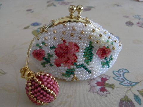 Beads crochet kiss-lock-purse
