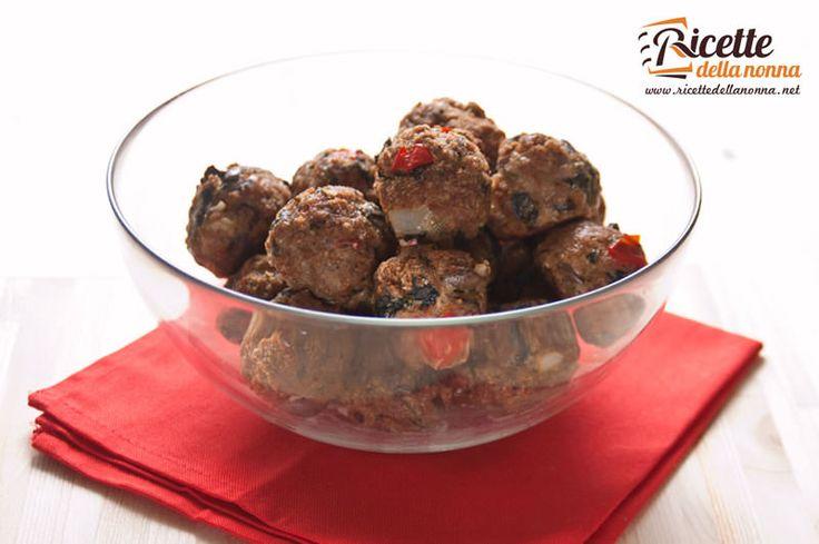 Una ricetta semplice e di stagione che esalta il sapore amarognolo della cicoria con il piccante del peperoncino. Le olive taggiasche danno una marcia in più a queste sfiziose polpette di carne.