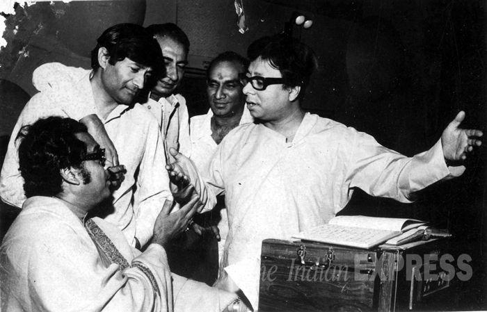 Kishore Kumar, R D Burman, Dev Anand, Sahir Ludhianvi, Yash Chopra. Matlab...kya awesome mehfil jami hui hai!