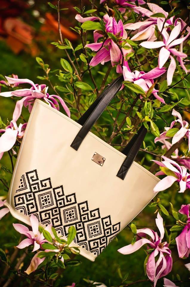 BOUNTY EMBROIDERED LEATHER TOTE with traditional folk motifs for a chic, feminine look. #iutta #handbag #dorderomanesc #folklore #art #folkart #designer #accessories
