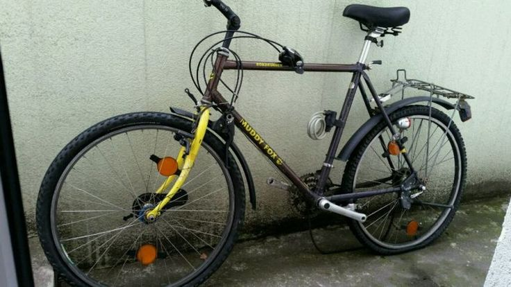 Alter Fahrer zum Wiederaufbau geeignet gute Alurahmen Reifen sind platt kein Lenker vorhanden sehr gute Alufelgen keine Pedalen vorhanden Bremshebel für Vorderrad defekt kein Kettenführung am Hinterrad