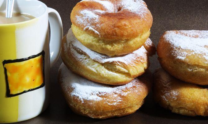 Receta de Karlos Arguiñano de rosquillas de leche con un ligero sabor a anís, un bollo casero perfecto para el desayuno o la merienda.