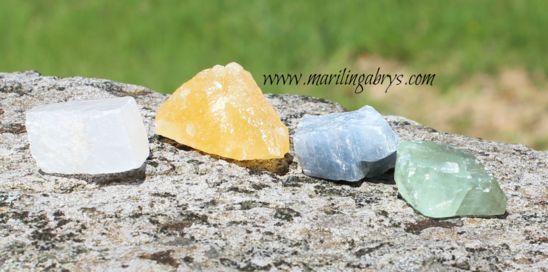 Piedra energética: Calcita azul ayuda a liberar sus emociones. Limpia las energías negativas almacenadas. Amuleto para la envidia. La calcita blanca es la piedra de la sabiduría y la conexión, atrae la paz interior. Amuleto de alta protección. Calcita Naranja equilibra sus energías sexuales, aumenta la creatividad. Amuleto para atraer el alivio del temor y la atracción en la sexualidad. Calcita verde armoniza los circuitos de energía. Equilibra tu cuerpo etérico .Amuleto para la buena…