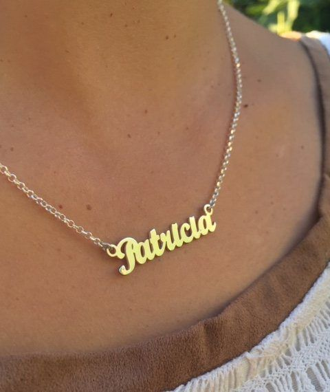 e667a500da4 Collar con nombre. Colgante en plata de ley 925. Diseño actual de nombre  personalizado con letras minúsculas. Medida cadena de plata 40 cm. To…