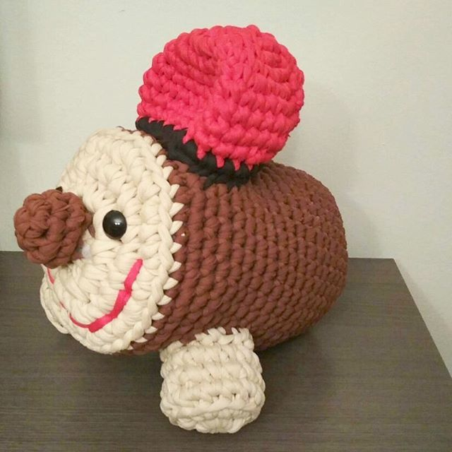 Caga tió,tió de Nadal posarem el porc en sal.... Si, si es molt aviat ho sé, però en tenía moltes ganes de fer-ho!!!! M' encantaaaa jiji  #crocheteandoconangie  #handmade  #crocheting #crocheter #crocheted #artoftheday #hechoamano #crocheteveryday #crochetadict  #ganchillo #ganchillocreativo #craft #crafty #trapillo #hazlotumismo #doityourself #tejer #tió #diy #yarn#crochetlife #craftersforinstagram #crafter #art #igers  #woolandthegang #shareyourknits #crochetlove #boho #knit