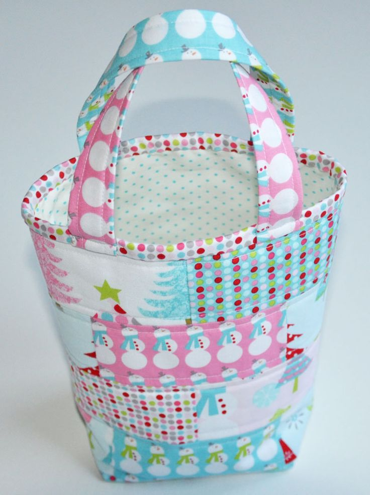Today I am sharing a small tote that can be made quickly, easily and last-minute. It measures 8...