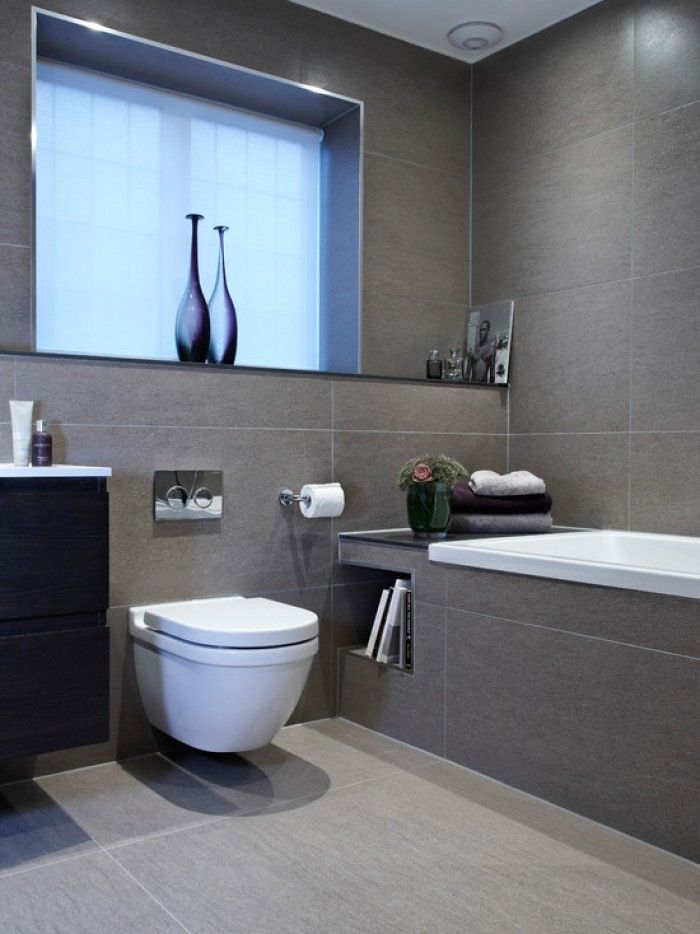Leuk idee om een nisje te voorzien naast het toilet en in het bad.