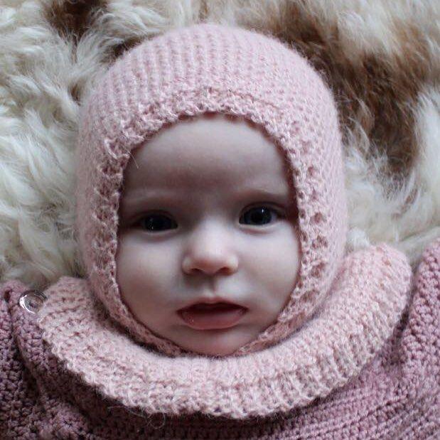 Den dejlige Flora Ella 💜  Jeg elsker denne hue til min datter lille M. Hækleopskriften kan nu købes på hjemmesiden (link i bio)  //The lovely Flora Ella 💜 I love this one for my daughter little M.  bypapara #mitdesign #hækle #hæklerier #Hæklet #crochet #hekle #virka #crochetersofinstagram #børnetøj #diy #garn #yarn #yarnlove