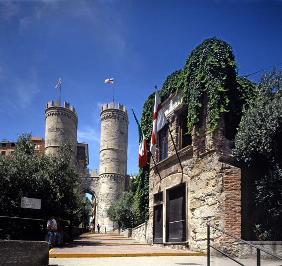 Porta Soprana e ruderi della casa di Cristoforo Colombo, Genova, Liguria - © Roberto Merlo