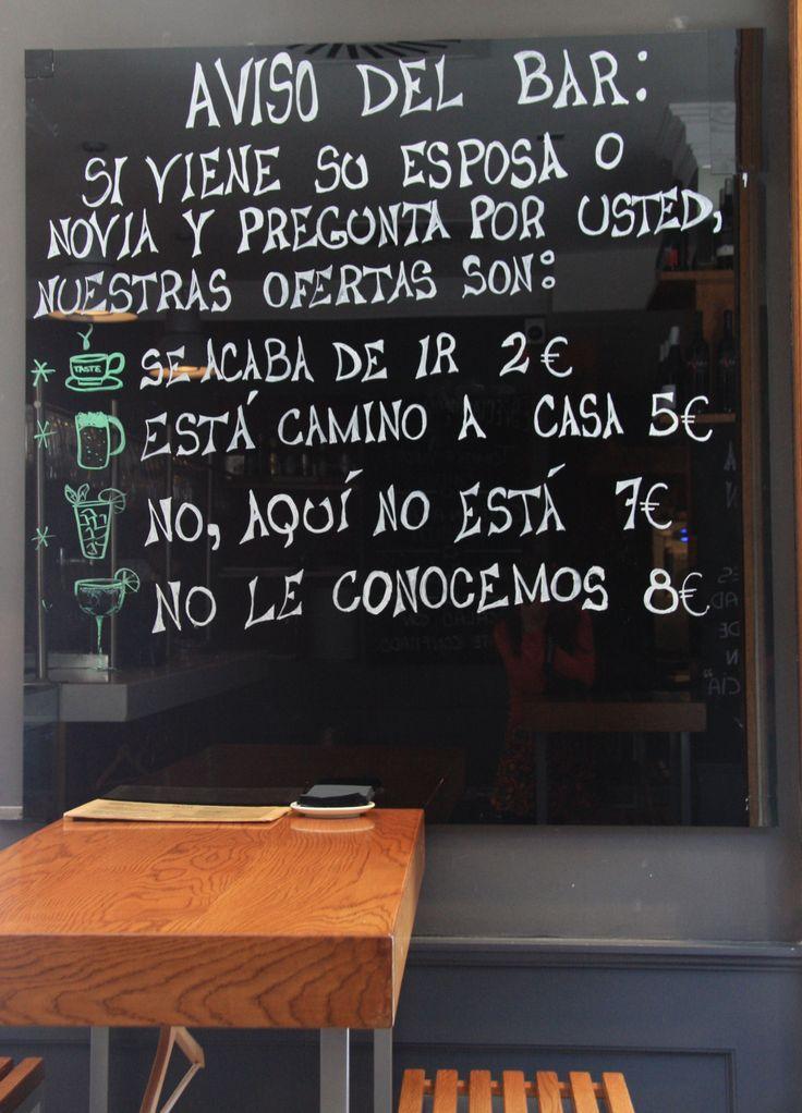 Pizarras decorativas salpican nuestro bar informándote de ofertas  u ofreciéndote mensajes alegres y optimistas