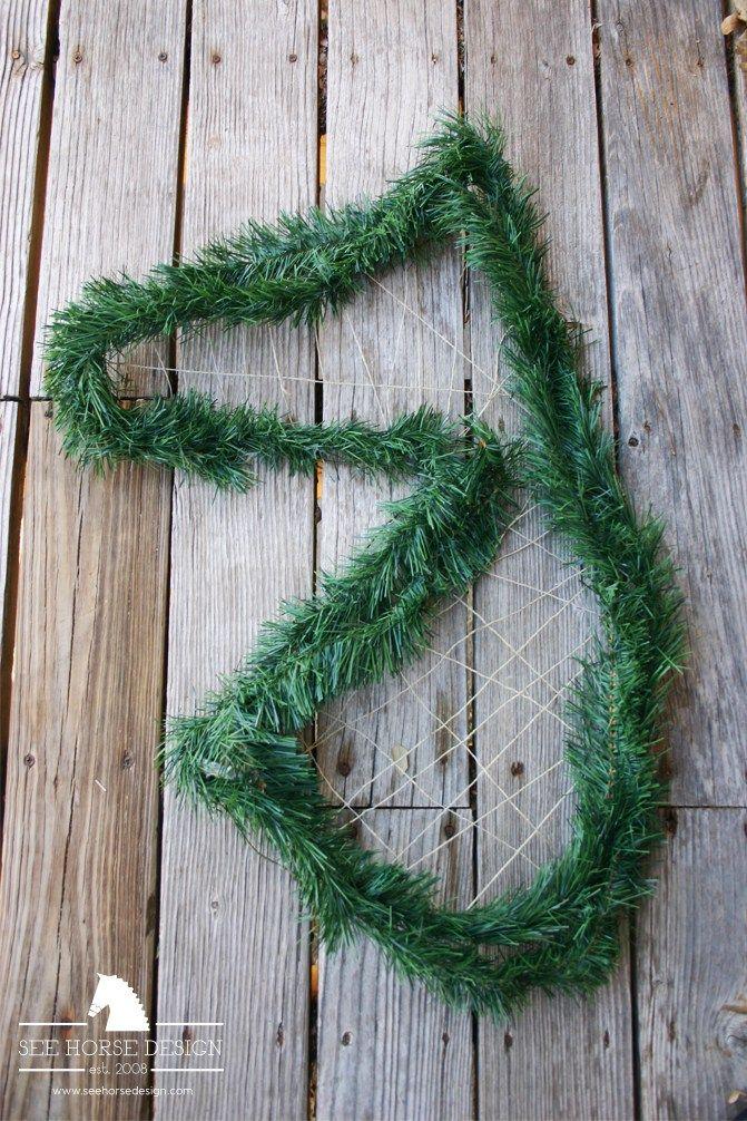1000 Ideas About Horse Head Wreath On Pinterest Xmas