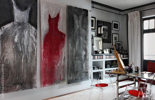 Зона кабинета. Письменный стол, Baltus; стулья, Kartell; красное кресло, Mascheroni; ковер, L&L.