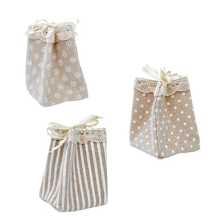 Momento novità: linea sacchetti portaconfetti per bomboniera shabby chic con merletto e nastrino per chiusura, da oggi disponibili su www.ateliercreative.it