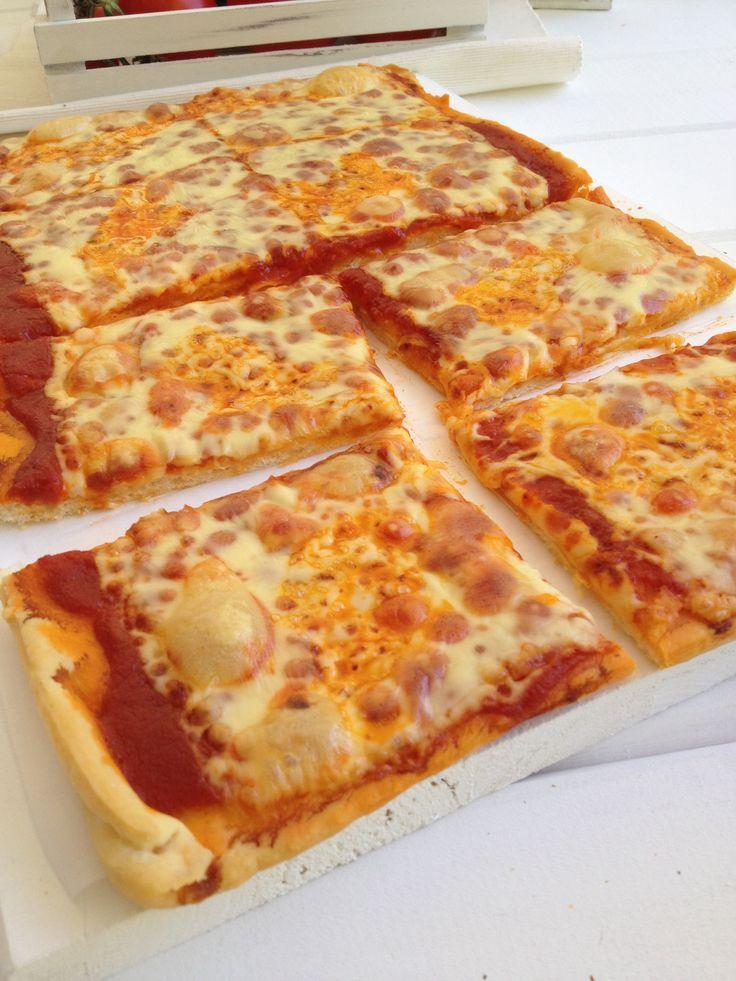 Pizza margarita the best ever!! http://www.instyle.gr/recipe/pitsa-margarita/