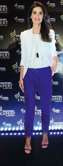 Calca azul blazer branco