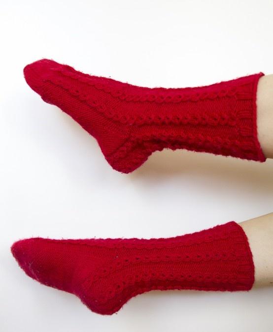 Punaiset palmikkosukat / Red cable socks