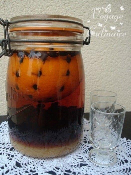 Liqueur d orange au café Bonjour, bonjour, aujourd'hui je vous propose de réaliser une liqueur maison. J'aime beaucoup réaliser mes cocktails et autres liqueurs, je les trouve souvent beaucoup moins sucrés et je sais ce que je mets dedans ;D Liqueur d'orange au café Pour 1 bocal...