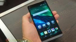 LG V30 будет наделён функцией беспроводной зарядки    Несколько дней назад инсайдеры пролили свет на время выхода флагмана, стоимость и некоторые функции LG V30. А именно, ожидается, что новинка дебютирует 31 августа в нулевой день выставки IFA 2017, предложит платформу Snapdragon 835/836, OLED-дисплей, вспомогательный экран и запросят за это ценник в $700. Сейчас известный поставщик достоверных утечек инсайдер @OnLeaks сказал, что смартфон получит стеклянную заднюю панель и предложит…