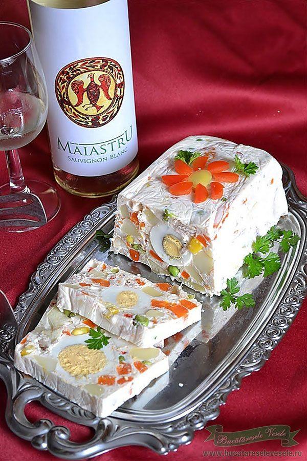 Reteta rulada aperitiv cu legume este un aperitiv festiv ideal pentru revelion si sarbatori.Cum se prepara rulada aperitiv pas cu pas.Poze cu rulada aperitiv...