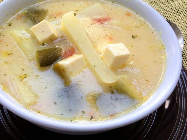 Comida de Sonora. Caldo de papas y queso fresco.