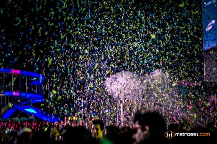 Explosión de papelitos en el #MovistarFreeMusic #Festival #MIA Photo by #Metro951