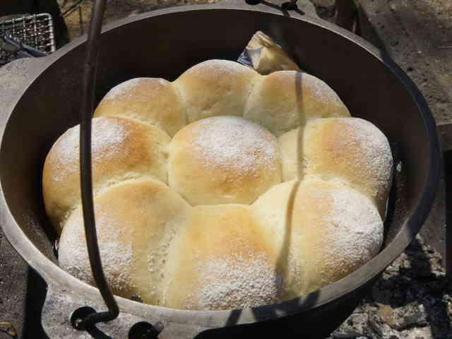 ♪ダッチオーブンde 低温熟成花まるパンの画像