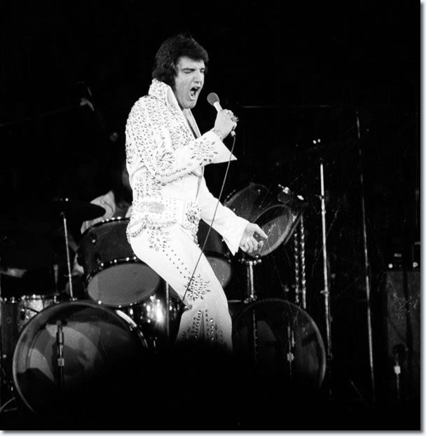 Elvis Presley : Long Island Ny : 3pm Show : June 23, 1973 On June 23, 1973, it was unusually cool and very rainy in the New York City area. |  http://www.elvispresleymusic.com.au/pictures/1973_june_23.html#sthash.kRxOXWX1.dpbs