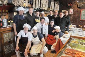 De medewerkers/eigenaren van Restaurante Cooperativa Battaglia (Foto: Hernán Nersesián-Diario Crónica)